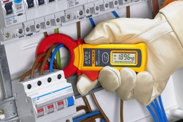 Норми та правила Електробезпеки, захист електронного обладнання, силових та інформаційних мереж