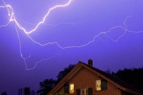 Природное явление Молния и последствия поражения наземных объектов